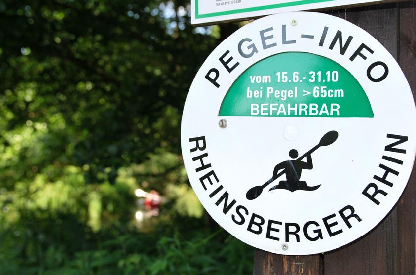 Der Rhin darf ausschließlich mit Kajaks befahren werden - und das auch nur, wenn der Wasserpegel hoch genug ist. Foto: Kleine Fluchten Berlin