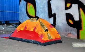 Zelt unter der Brücke