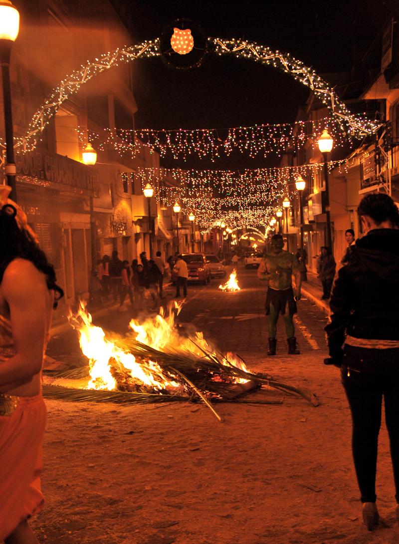 Silvesterfeuer in Otavalo