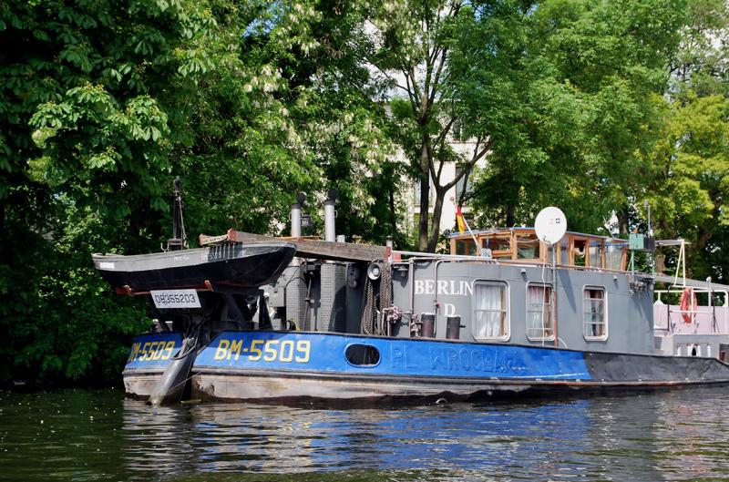 Binnenschiffer an der Halbinsel Stralau. Foto: Kleine Fluchten Berlin