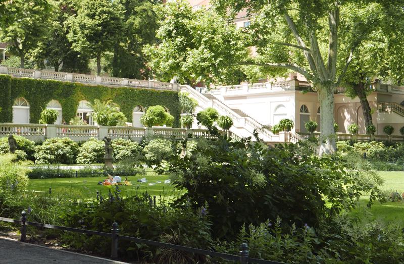 Blick auf die Orangerie im Körnerpark. Foto: Kleine Fluchten Berlin.