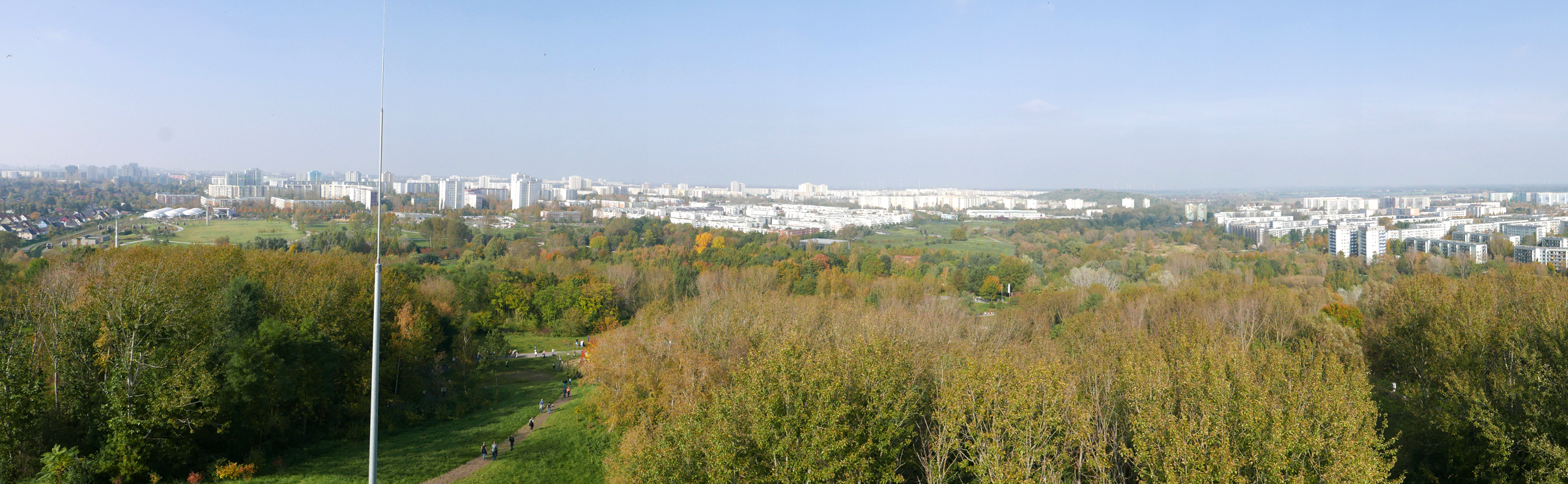 Panoramblick vom Aussichtsturm auf dem Kienberg über Marzahn-Hellerdorf